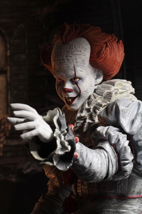 IT: (2017) – Pennywise (Bill Skarsgard) 1/4 Scale Action Figure